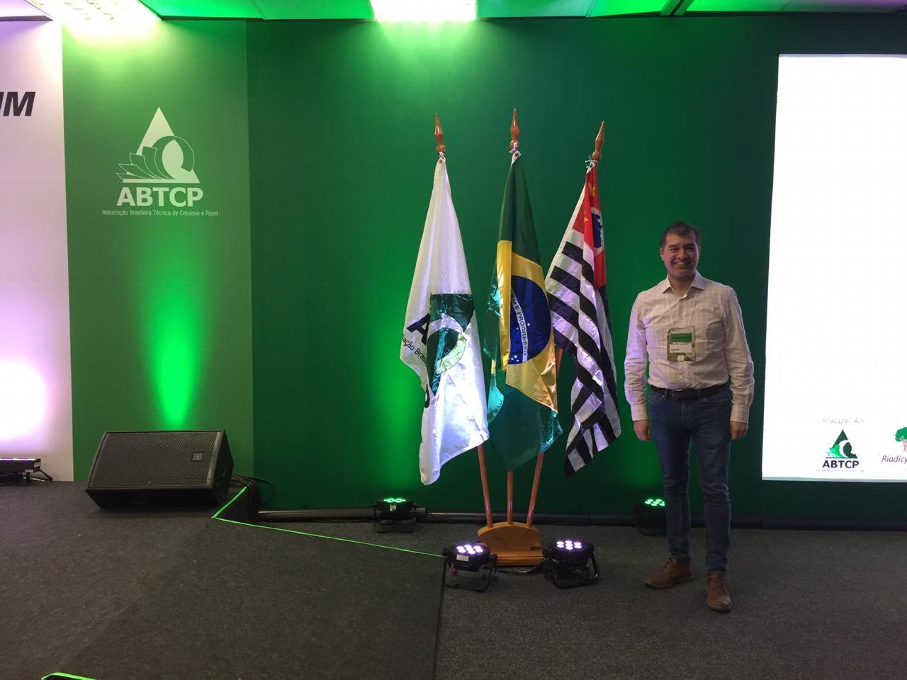 Docente del DIQ fue invitado como Key-Speaker en Congreso Internacional organizado por la Asociación Brasileña de Técnicos en Celulosa y Papel, ABTCP
