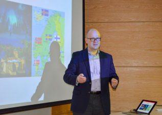 DIQ recibió a experto de la U. de Carolina del Norte para exponer sobre innovación y envasado a base de fibra