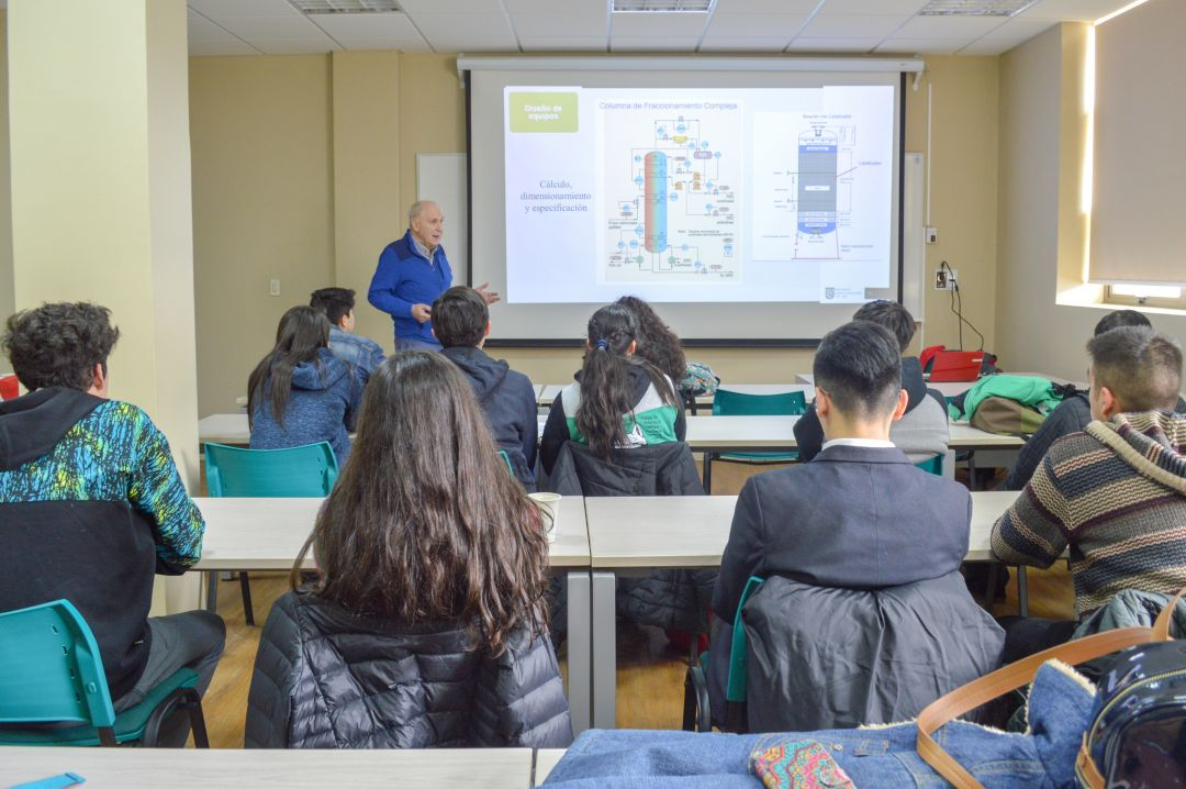 Estudiantes del DIQ organizan por primera vez casa abierta de su carrera
