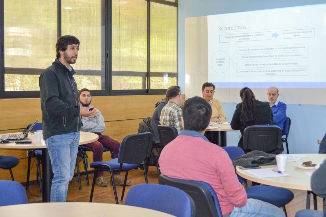 UdEI organizó talleres docentes para mejorar evaluaciones en aula
