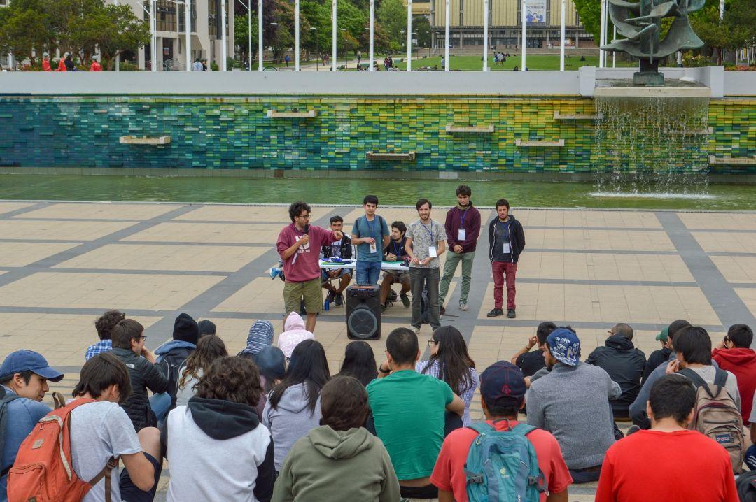 Estudiantes, académicos (as) y administrativos (as) se reúnen para reflexionar de la situación nacional